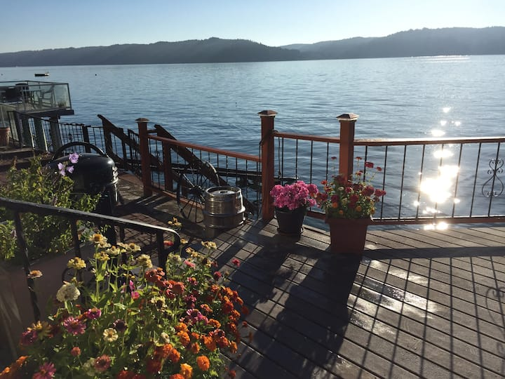 Waterfront Sunrise Cabin on Hood Canal