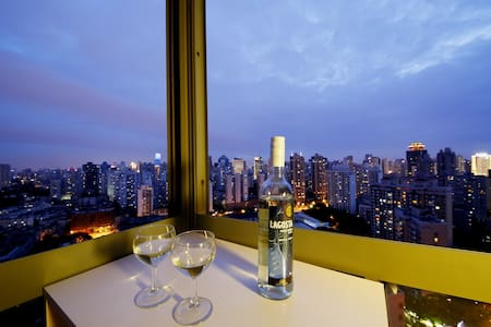 Designer Loft w/ 2 beds and Best View in Jing'an - Xangai