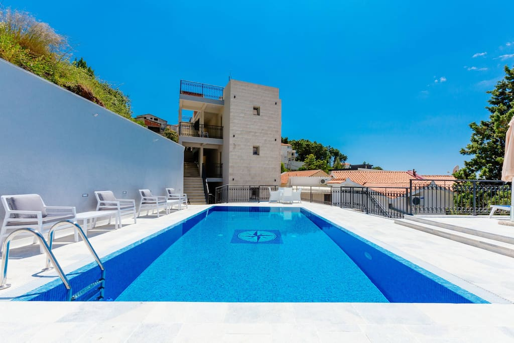 Jovan Nice Apartment With Terrace And Pool Access Apartments For Rent In Sveti Stefan Montenegro