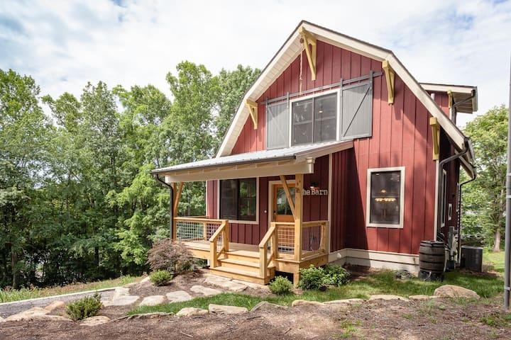 Bob's Urban Barn, 2BR Top Floor Suite / 2, 3 or 4!