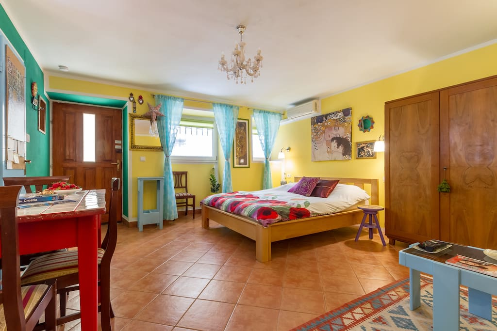 Spacious studio apartment for 2+1 guests with equipped kitchenette, a/c and Wi-Fi