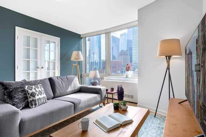 Dapper Tribeca 2BR, City views, Indoor pool, Gym by Blueground (NYC 172)