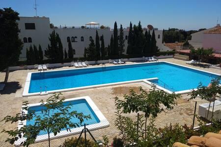 Apartamento recién reformado con piscina. Arcos I