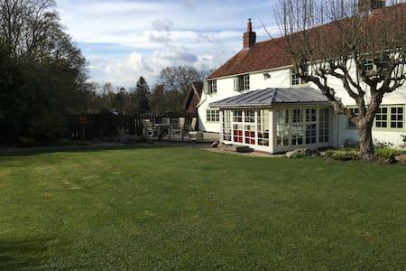 Holiday in the Berkshire Downlands - Inkpen Common - Casa