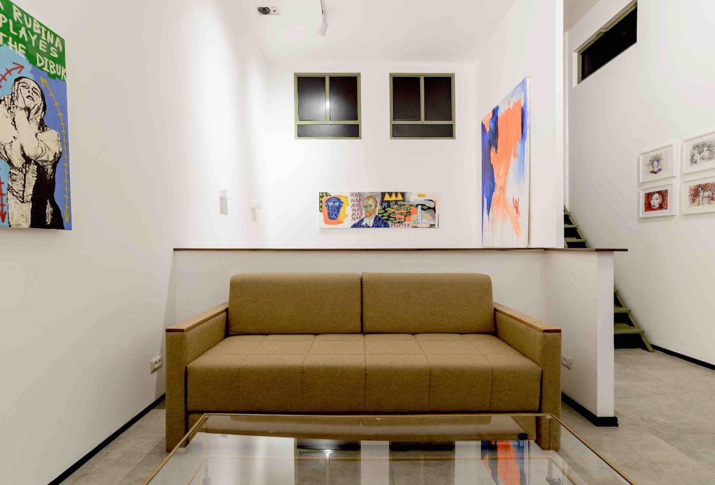 Sofa Simmons opens to two 90/190 beds, 4,5 meters high ceilings