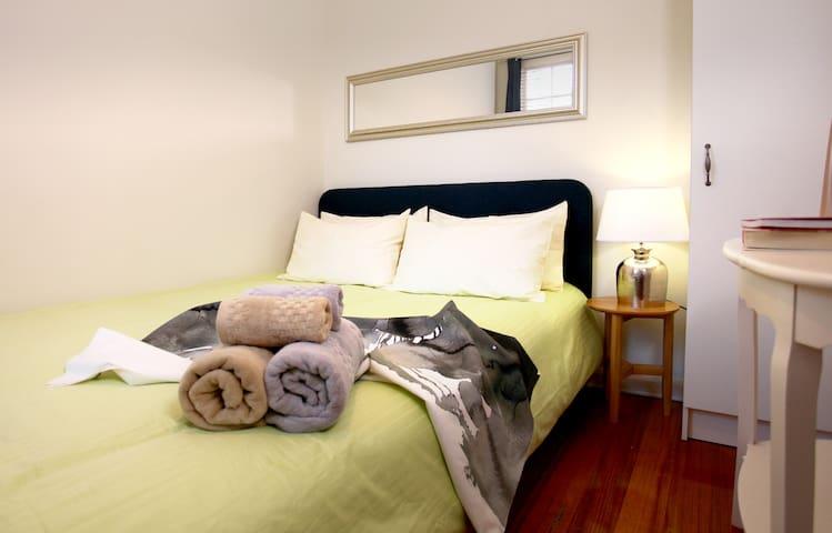 Comfortable,Townhouse double room in toorak