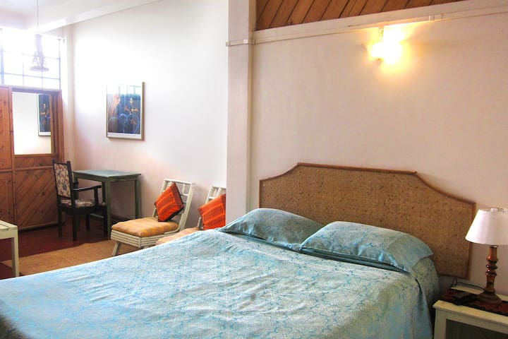 Shillong, Cosy room in the Heart of town