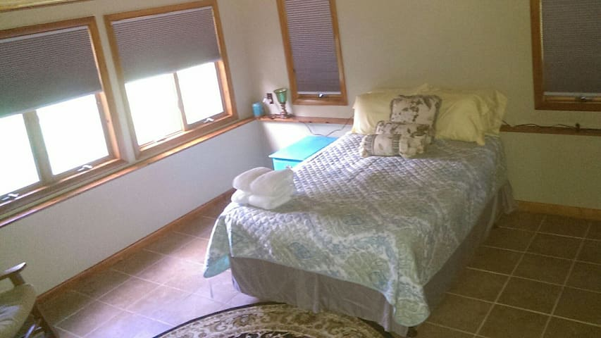 A Cozy Empty Nest, - New Paltz - Apartamento