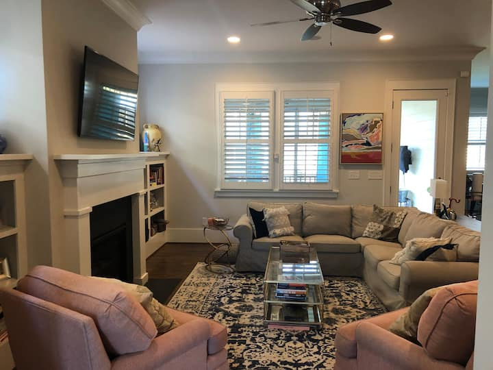 RNC! Well appointed, comfy home 1.5mi from uptown!