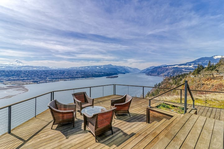Stunning bluff-top home with huge Gorge view, hot tub & deck