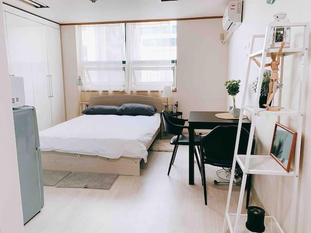 心语/弘大/地铁2号线/智能型公寓/美食天堂/网红打卡地/local体验
