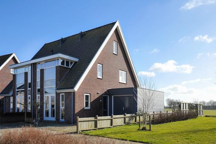 Fijn huis aan het water met prachtig uitzicht