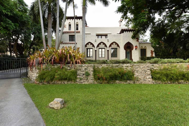 Historic & Gated Villa in Coconut Grove 12 Beds
