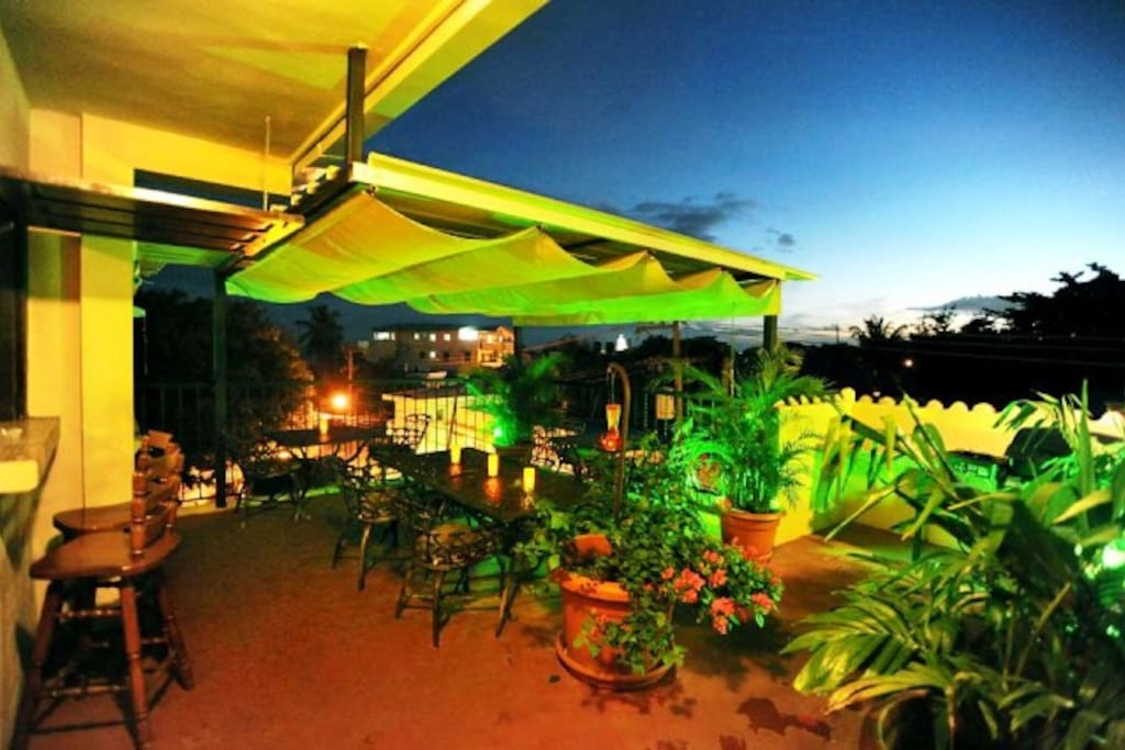 Ocean View Roof Top Terrace & Private Jacuzzi, BBQ, Bar, Lounge with Big Screen TV & Sound System