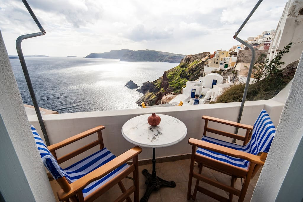 Studio 2 persons Oia Amazing view!!
