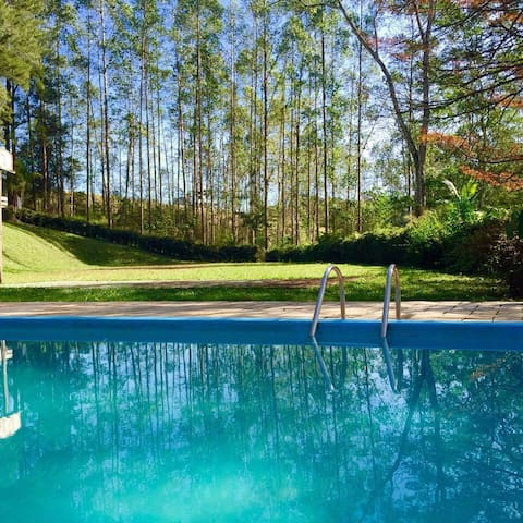 Rustic-chic| Open fire, hammocks, pool near SP! - Santa Isabel - Hytte