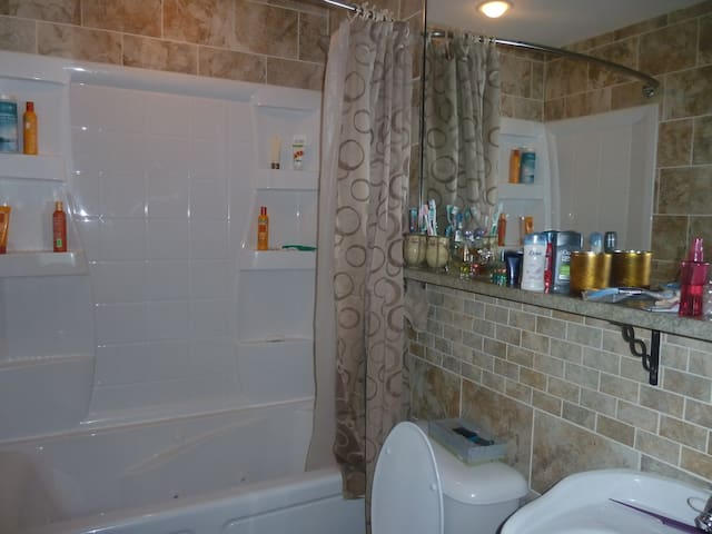 1bdr/private bath in 3bd/2ba house
