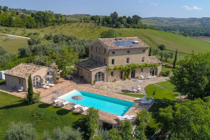 Casa Preziosa, Mogliano, Marche, It