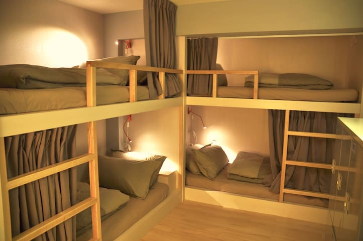 1st hostel mixed dorm 6 beds Shida MRT 12p