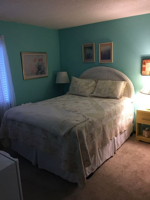 A very comfy queen bed.  It gets a five star every time!!