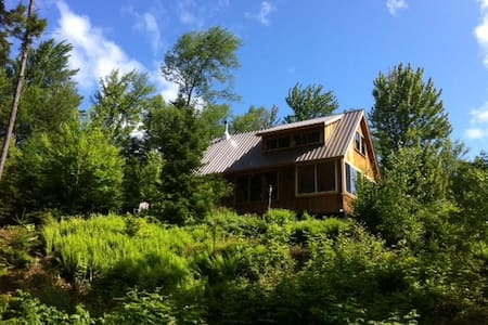 Cabin by the Stream on 27 Acres - Blockhütte
