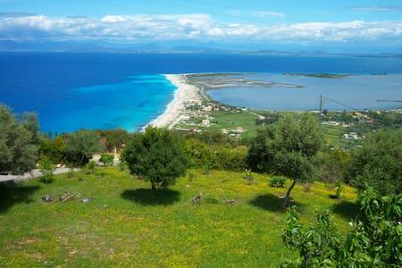 ''CERCA DEL CIELO''  LEFKADA - Tsoukalades
