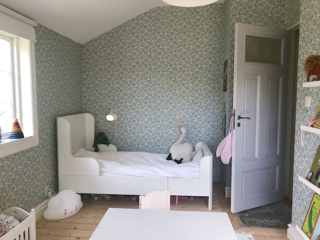 Bedroom 4 with single bed.