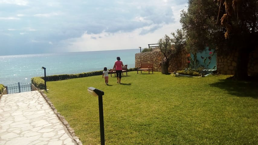 Elite cottage overlooking the sea on the beach SD1 - Posidi - Wohnung