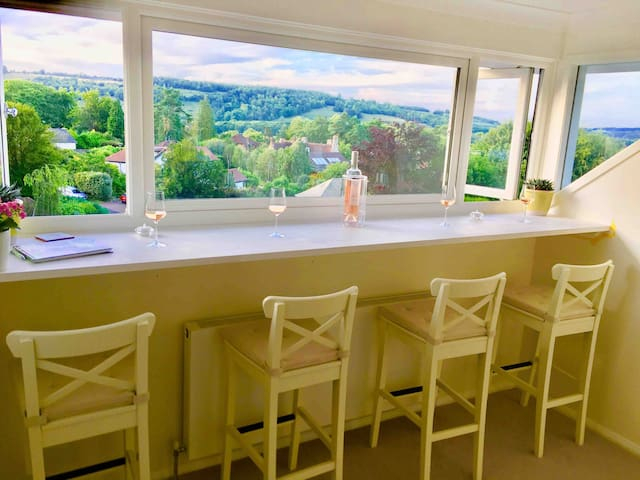 Heart of Surrey Hills, Luxury B&B, Panoramic views