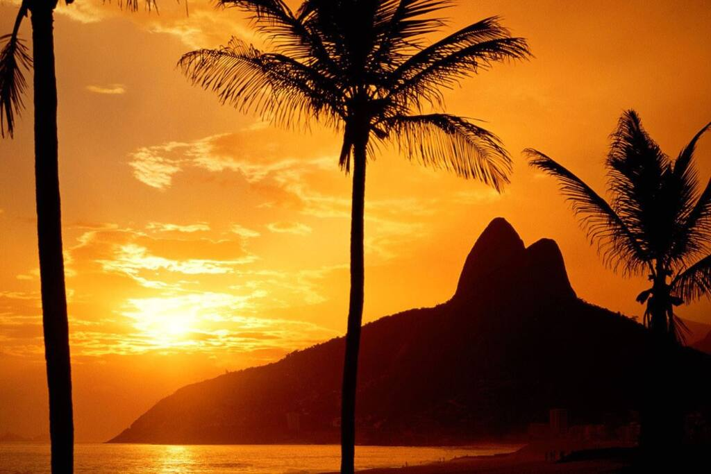 sunset at Ipanema beach - the apt is 3 min walk away from Posto 10 spot on the beach
