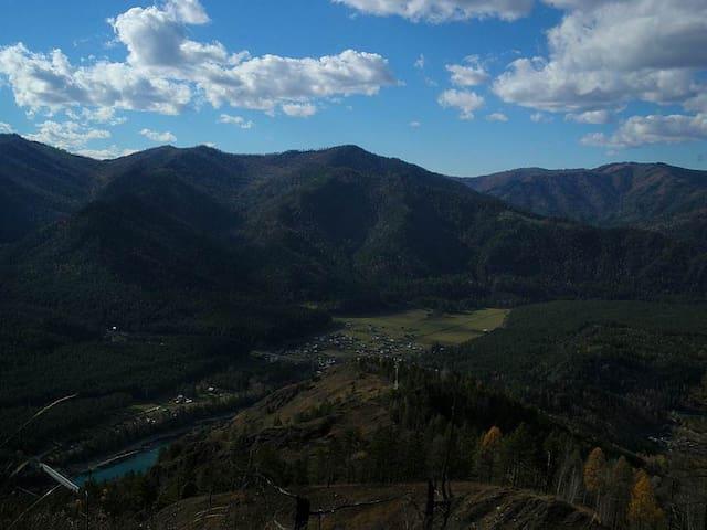 Фото деревни Аскат с соседней горы.