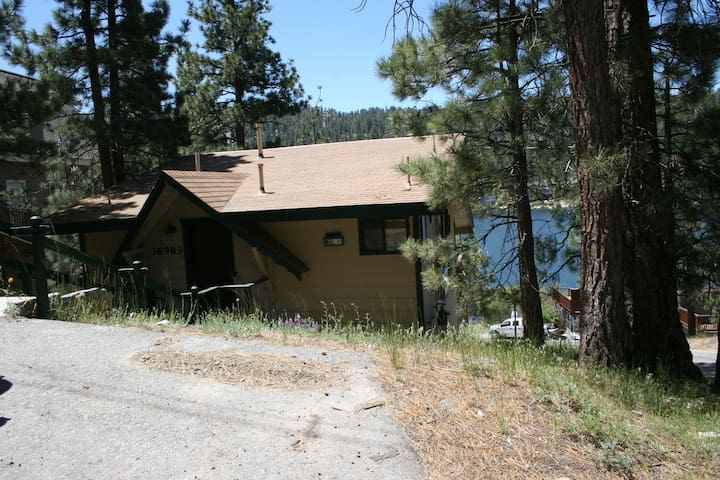 Bayview Cabin*Amazing Lake View. Sleeps 4 Guests.