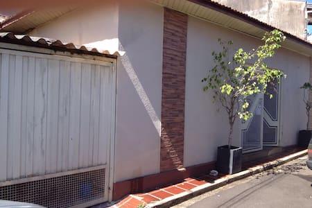 Casa com Internet + Perto De Tudo! - Marília - House