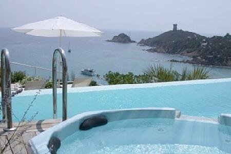 VILLA VUE EXCEPTIONNELLE AVEC PISCINE CHAUFFEE - Sainte Lucie de Porto-Vecchio