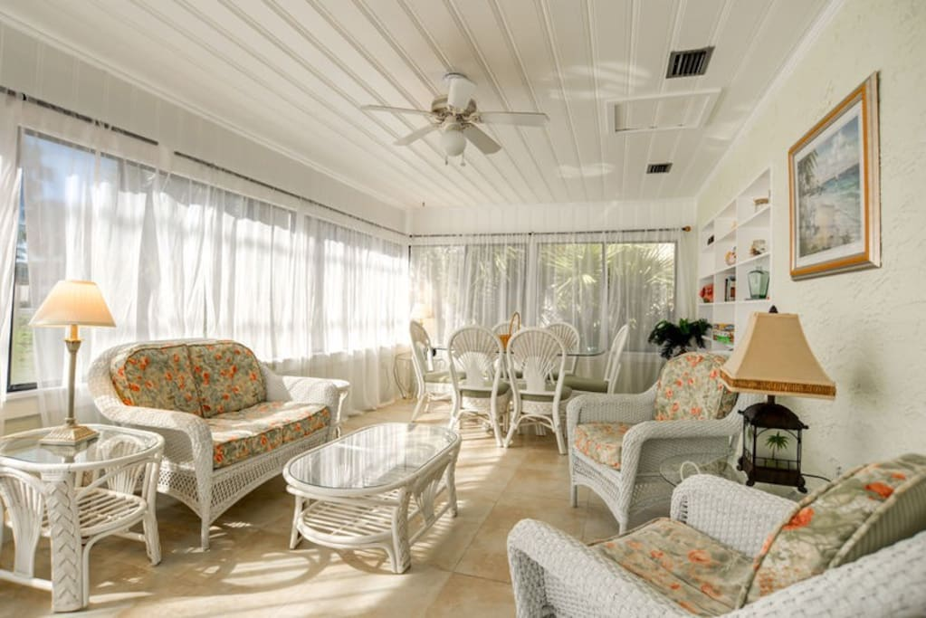 Bright and Open Living Spaces with TONS of Seating for Everyone!!