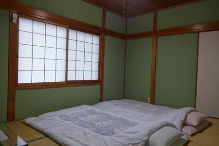 Nara Osaka Satoshi's B&B MOMIJI