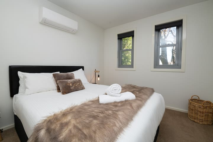 The Endsleigh | Modern 1 Bedroom Villa, near CBD