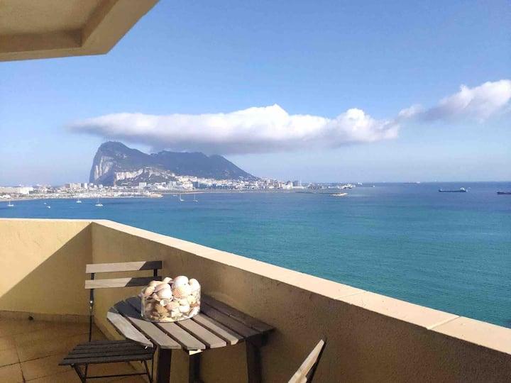 Apartamento con magníficas vistas. Top Floor. AC