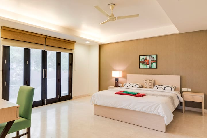 Comfortable room in a guesthouse @DLF Phase 4. G3
