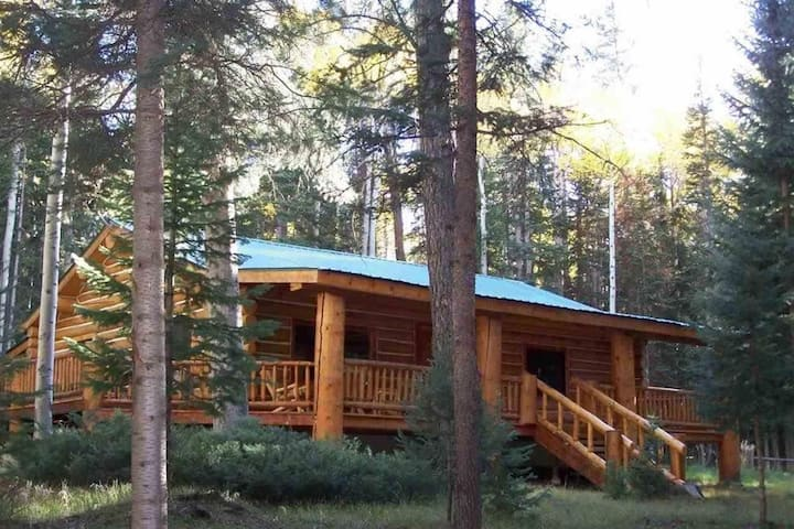 Beautiful Log Cabin Getaway