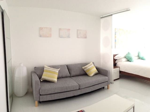 All the amenities, excellent bed, while in the extended sofa can easily sleep additional two people.  - Adrian (October 2018)