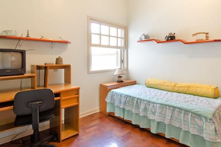 Large/comfortable room with a table