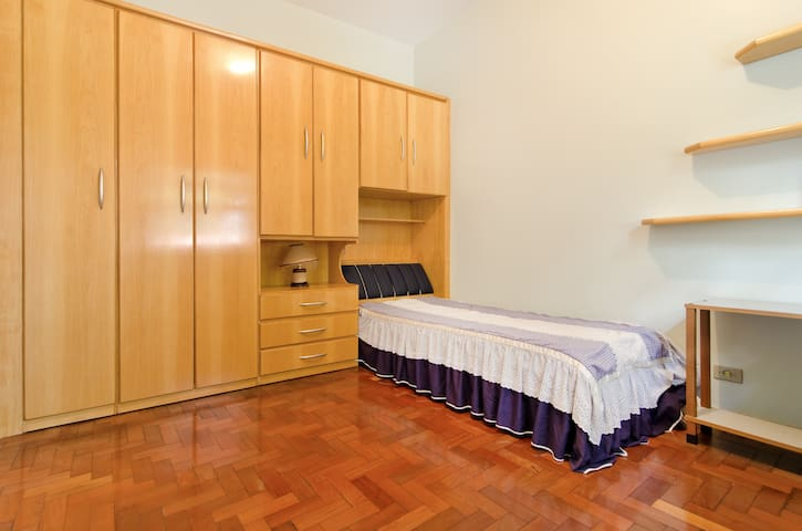 Study at USP in a Wide bedroom!