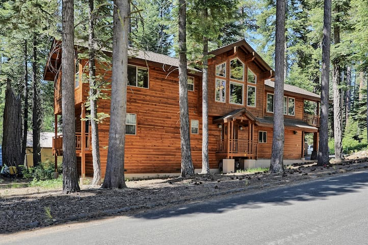 Gorgeous Tahoe Home-Minutes to World-Class Skiing!