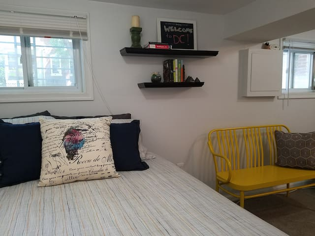 Comfy Home Close to Metro with Parking!