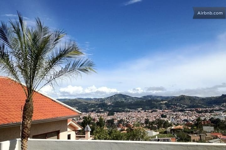 BEST VIEW OF CUENCA, ECUADOR + YARD - Cuenca Canton - Apartment