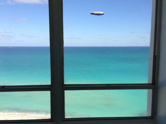 Amazing view of the ocean from pretty much everywhere in the apartment. Rachel (February 2019)