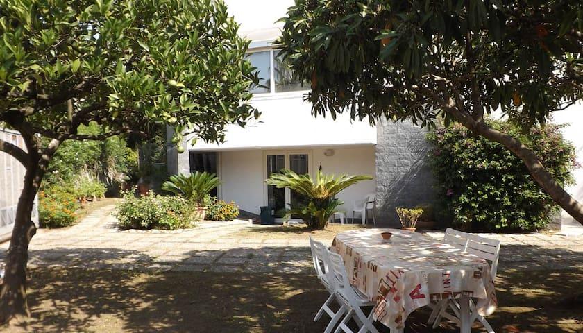 Villa Noi a pochi passi dal mare - フォルミア - 別荘