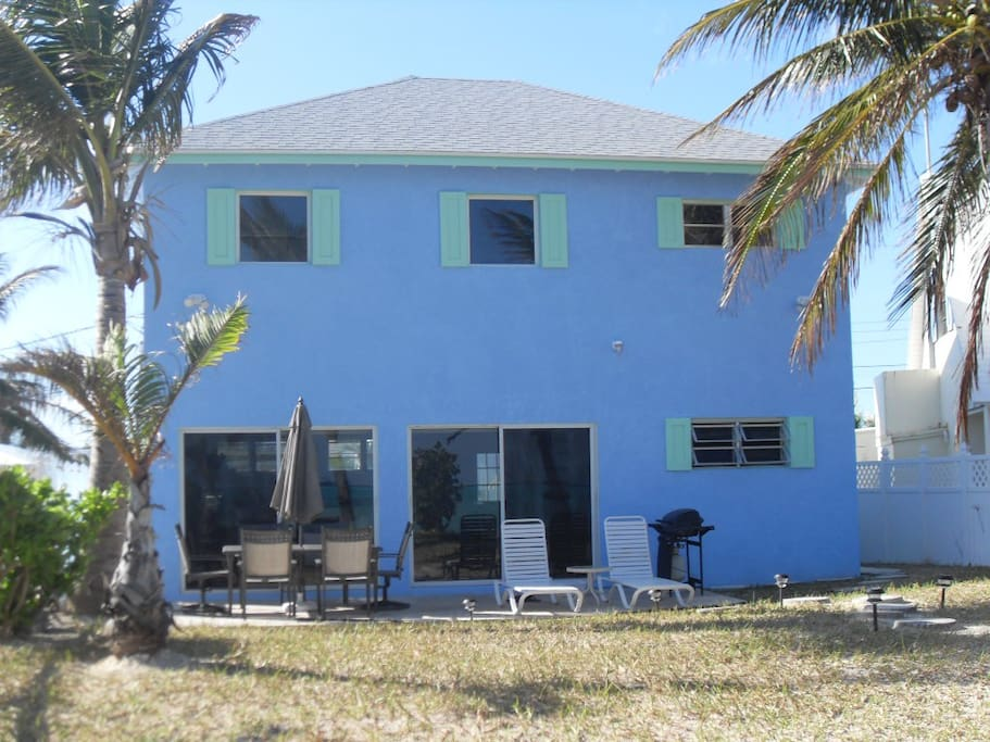 Superb cottage on private beach houses for rent in for Beach houses for rent in bahamas