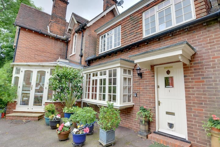 Spacious Holiday Home in Tunbridge Wells near City Centre